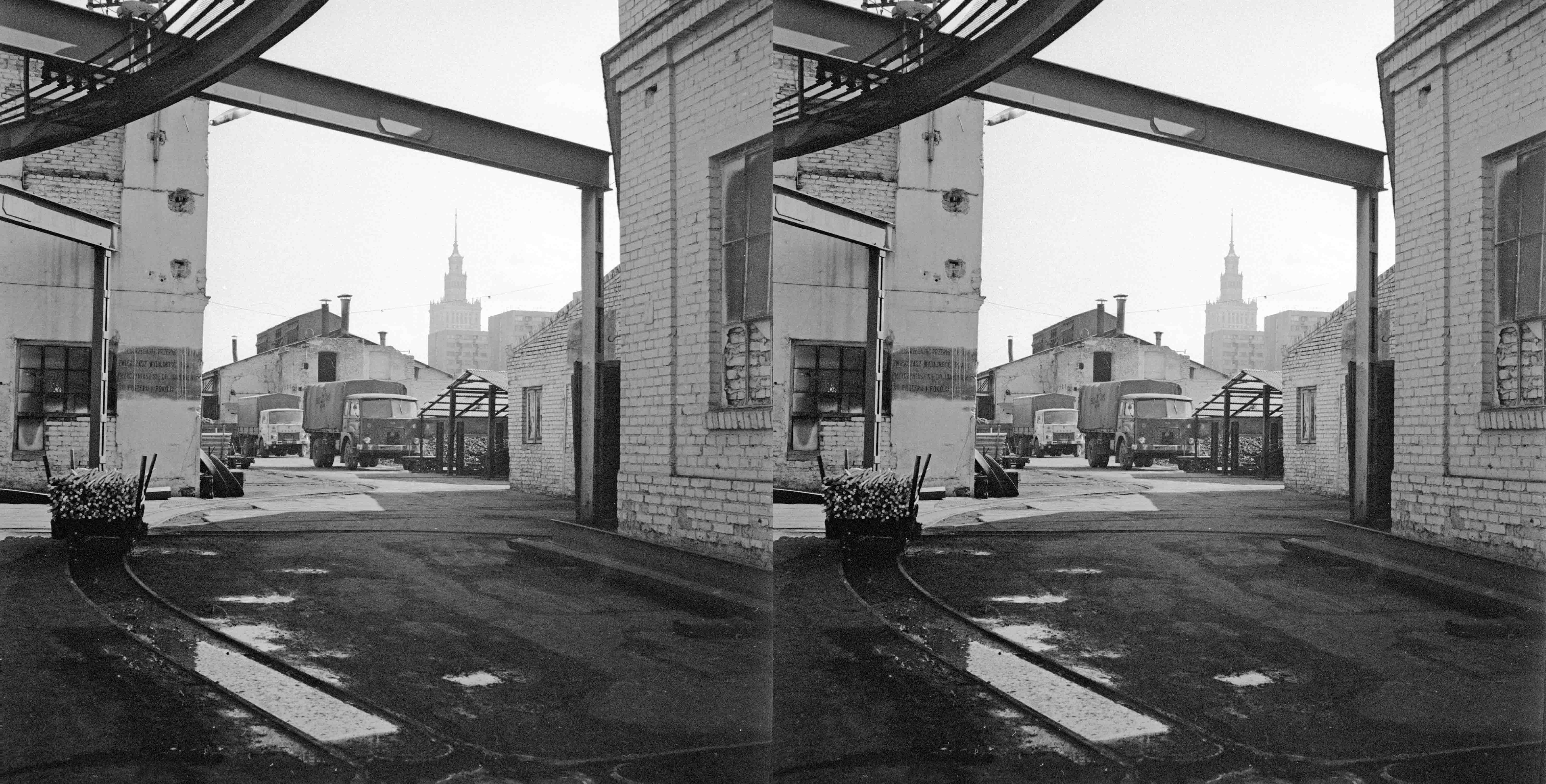 Fot. Zygmunt Swiatek / East News  Teren fabryki Norblin, Warszawa, 11.04.1973