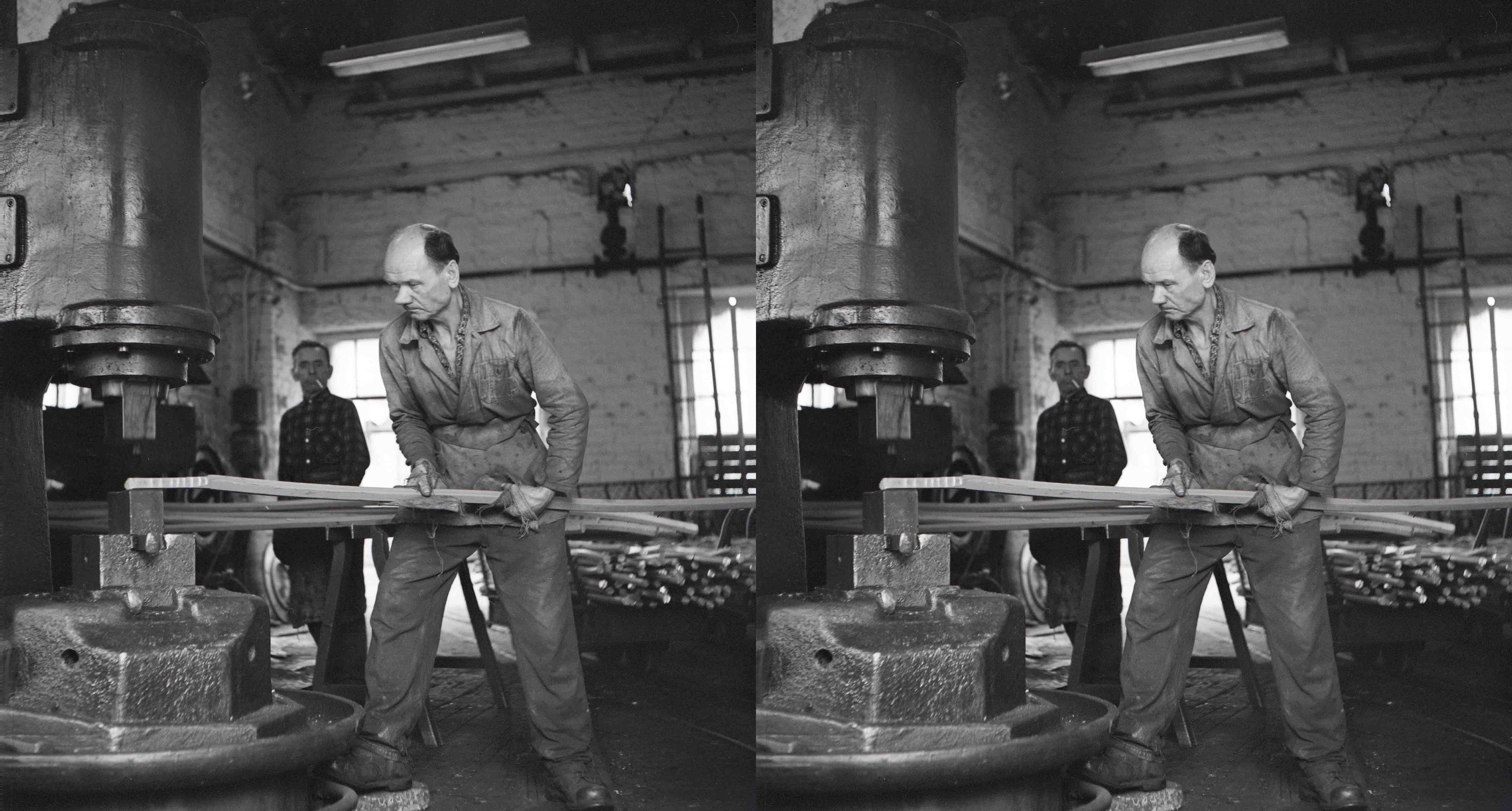 Fot. Zygmunt Swiatek / East News  Zaklad przemyslowy Walzmet, 1973  N/Z: robotnik przy pracy